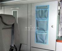 Organisateur de voiture avec 2 grandes et 2 petites poches gris/bleu avec bouton poussoir.