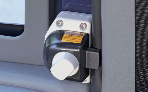 HEOsafe Riegelschloss für Fahrerhaustüren (Ford Transit 2006 - 2013) Drehknopf mit Arretierung